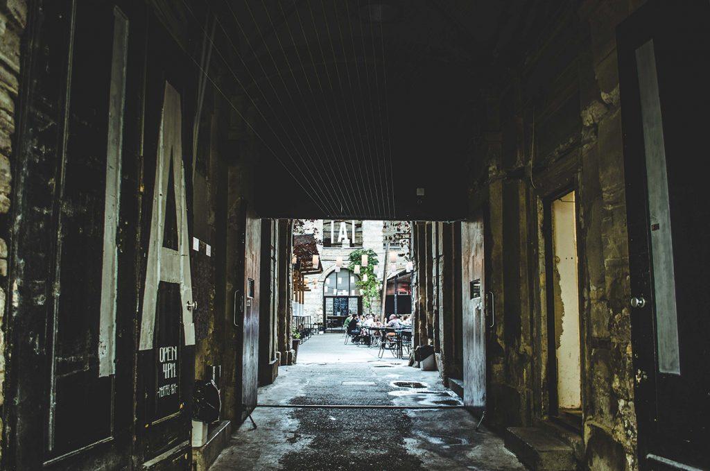 Rue abandonnée dans la ville