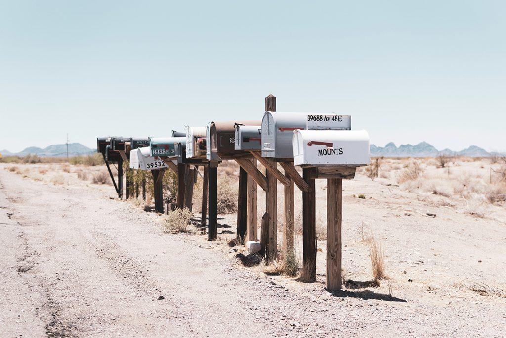 Boites aux lettres dans le désert